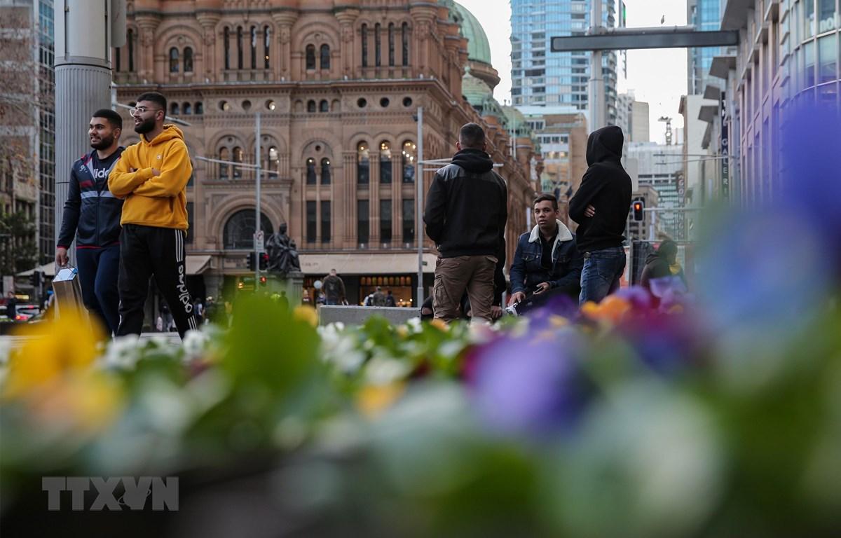 Người dân trên đường phố tại Sydney, Australia, ngày 24/6/2020. (Ảnh: THX/TTXVN)