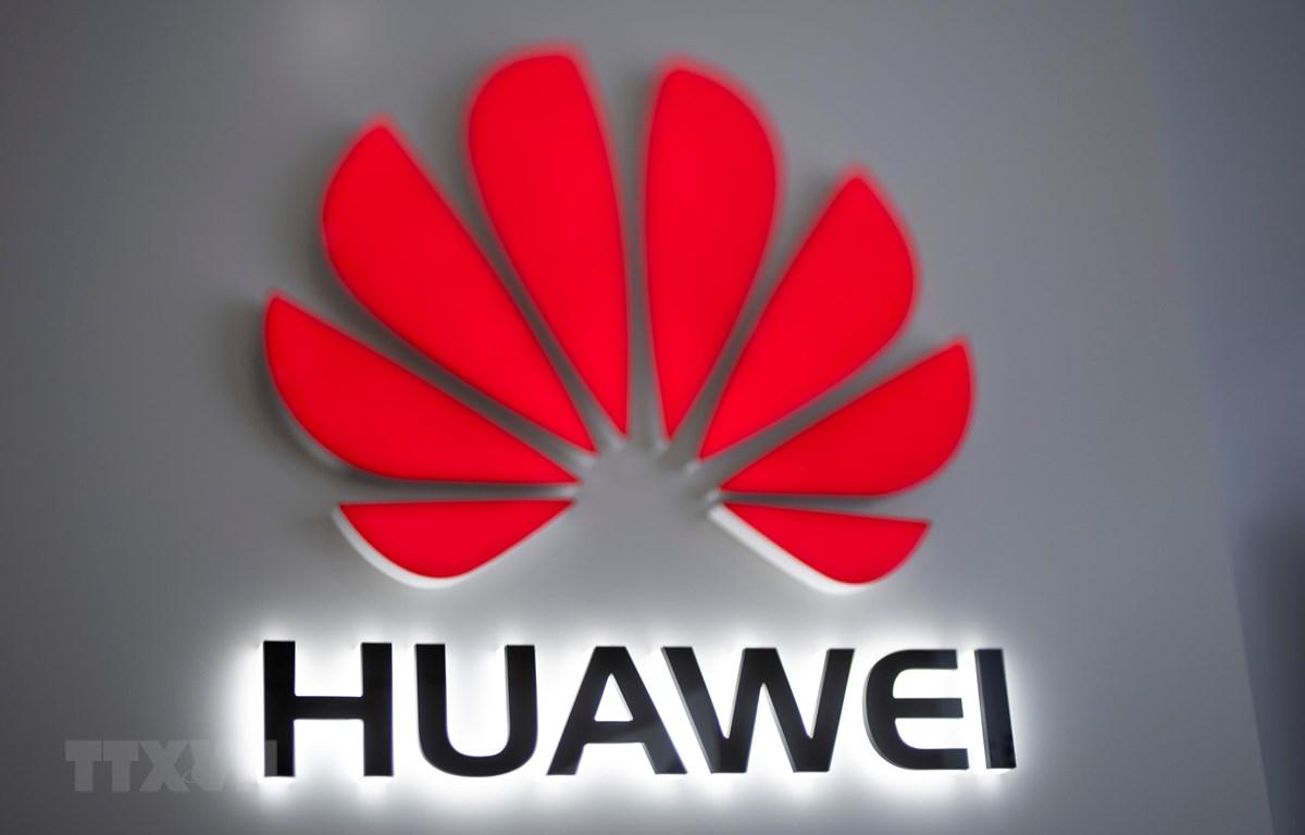 Biểu tượng Huawei tại một cửa hàng ở Bắc Kinh, Trung Quốc. (Ảnh: AFP/TTXVN)