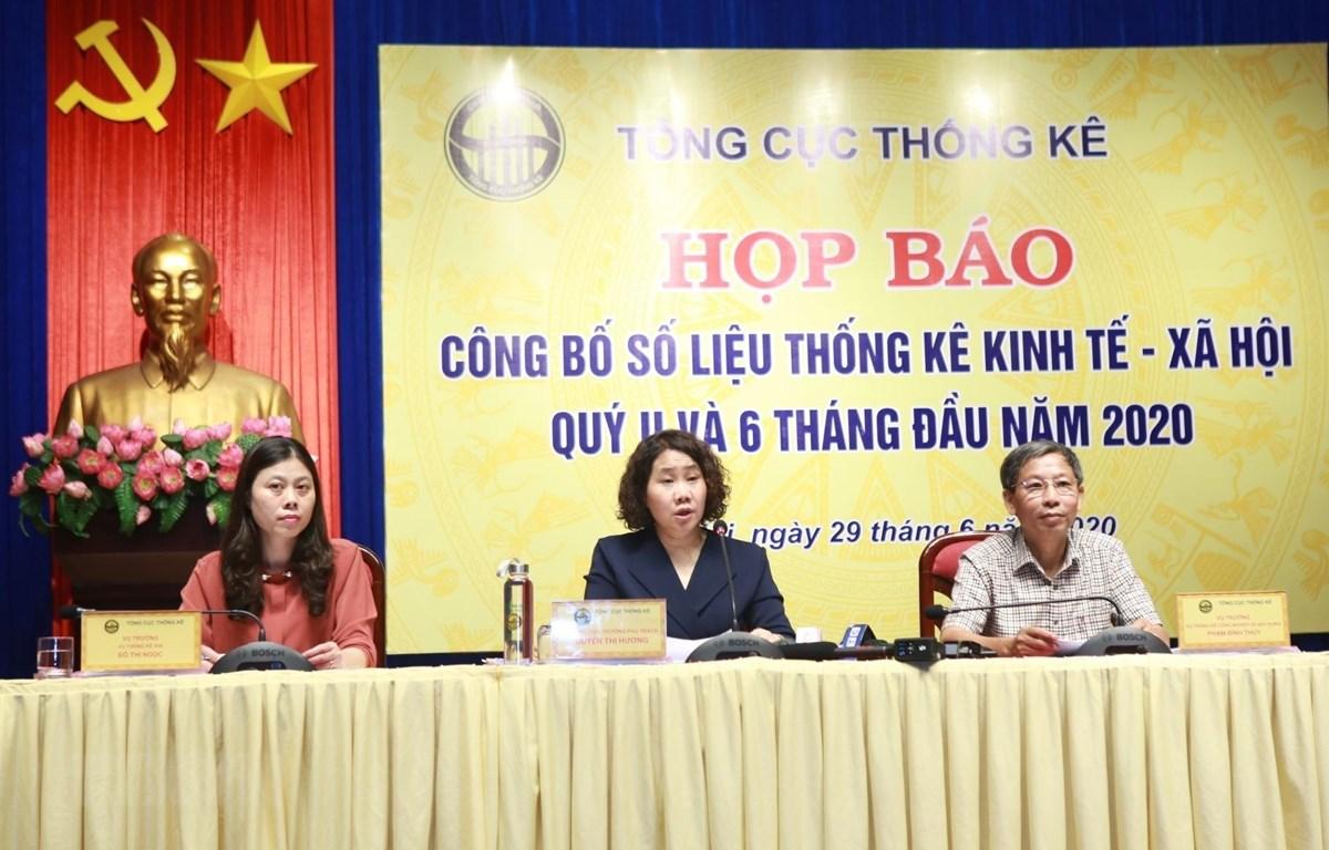 Ban lãnh đạo Tổng cục thống kê trả lời các câu hỏi của phóng viên. (Ảnh: Danh Lam/TTXVN)
