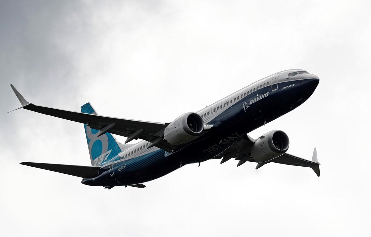 Máy bay Boeing 737 Max bay trình diễn tại Triển lãm hàng không Farnborough, phía Tây thủ đô London, Anh. (Ảnh: AFP/TTXVN)