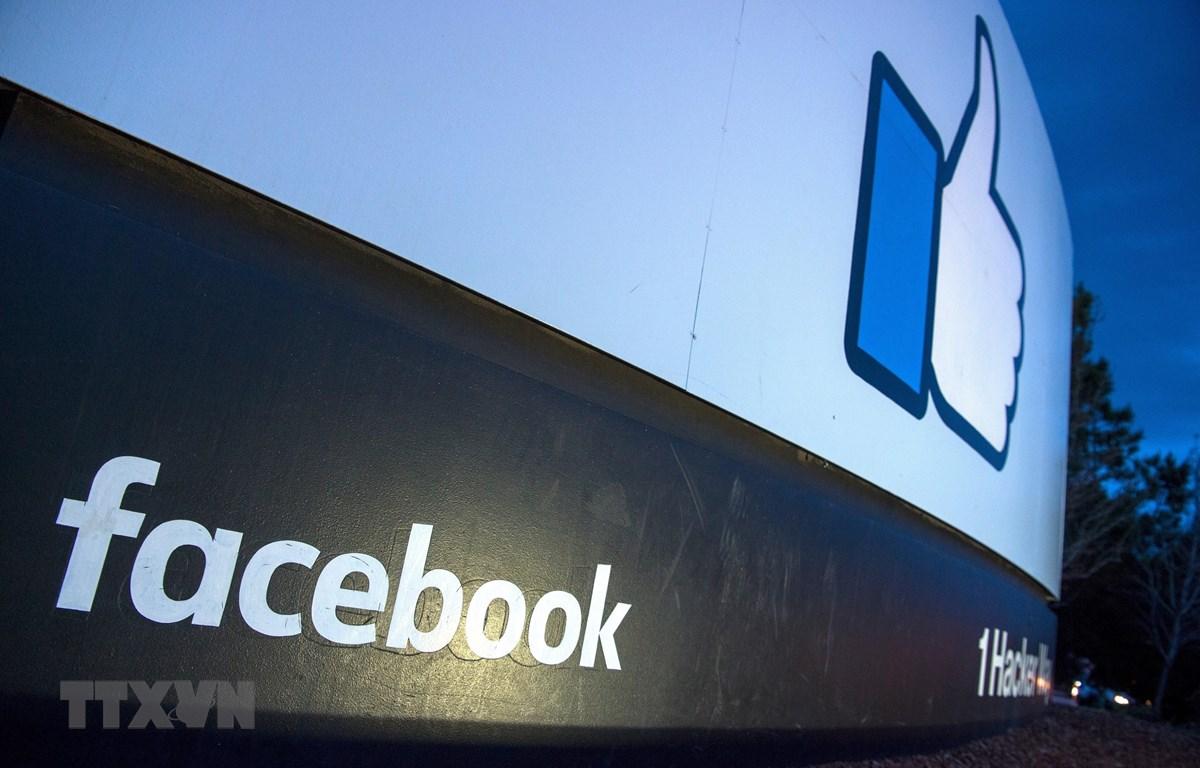 Biểu tượng của mạng xã hội Facebook tại Menlo Park, bang California, Mỹ. (Ảnh: AFP/TTXVN)