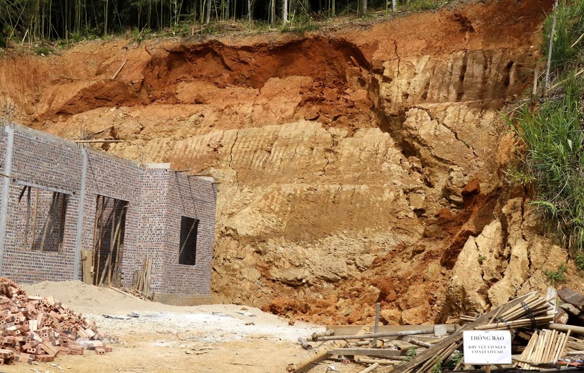 Hiện trường vụ sạt lở đất tại bản Qua, xã Xuân Hoà, huyện Bảo Yên, Lào Cai. (Ảnh: Quốc Khánh/TTXVN)