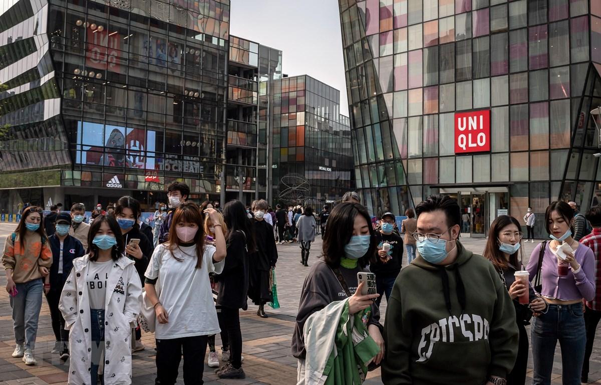Một cửa hàng của Uniqlo tại Bắc Kinh, Trung Quốc ngày 19/4/2020. (Ảnh: AFP/TTXVN)