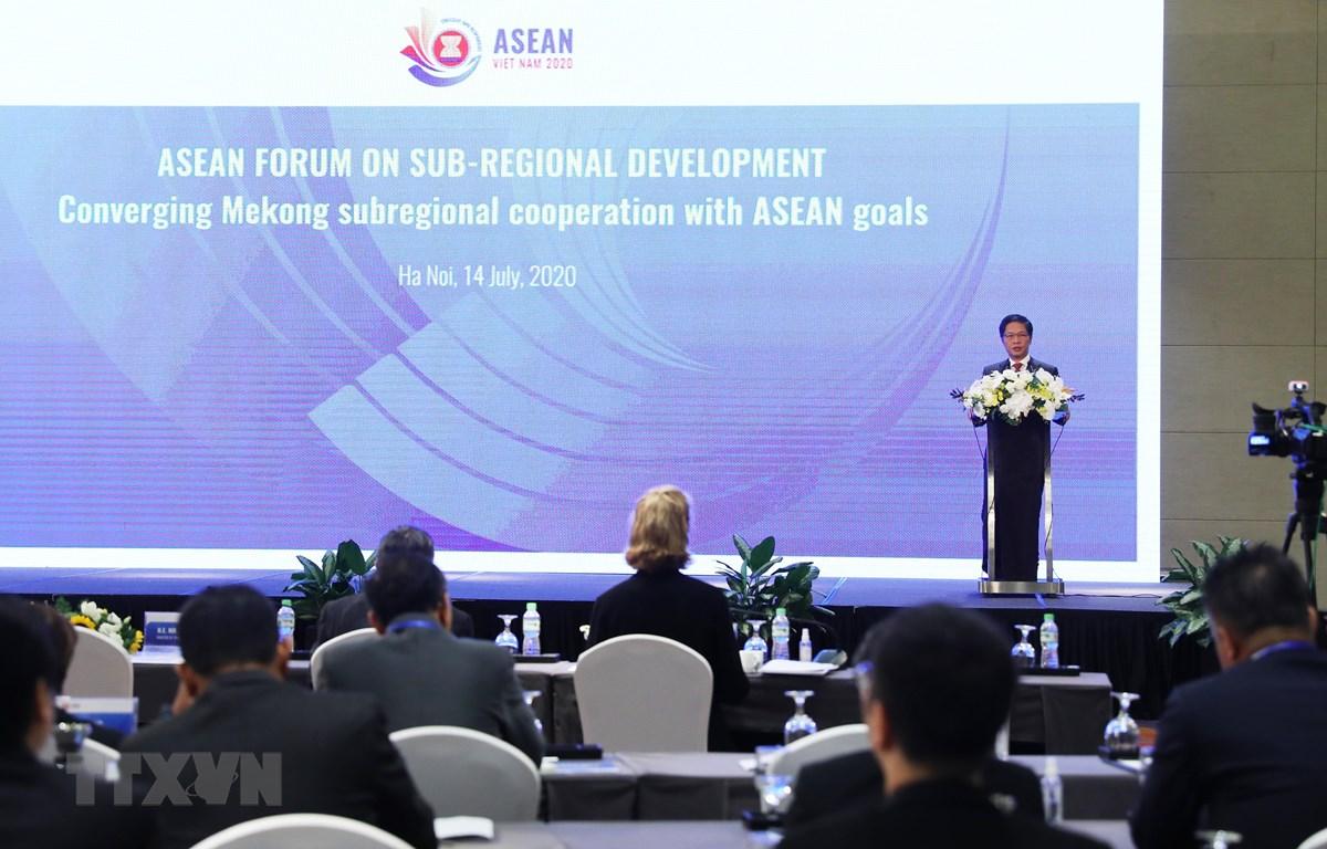 Bộ trưởng Bộ Công Thương Trần Tuấn Anh phát biểu khai mạc diễn đàn. (Ảnh: Lâm Khánh/TTXVN)