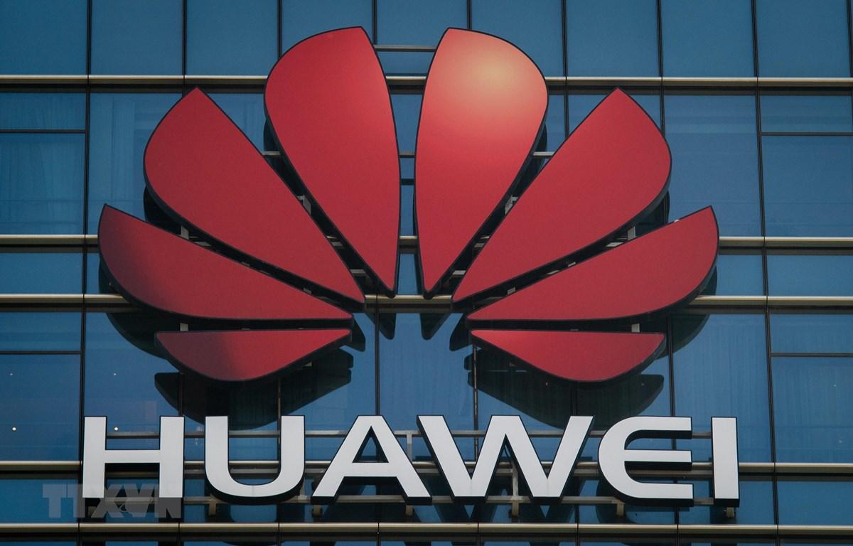 Biểu tượng của Tập đoàn công nghệ Huawei tại trụ sở tập đoàn ở Quảng Đông, Trung Quốc. (Ảnh: AFP/TTXVN)