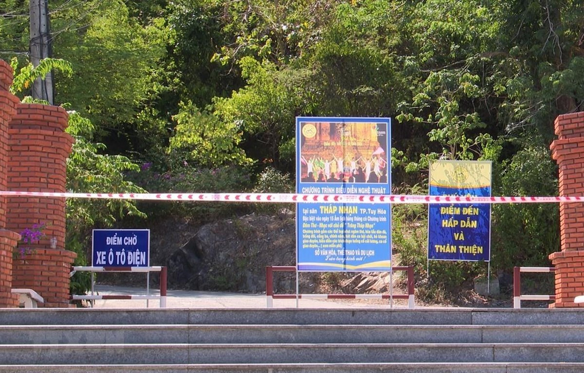 Di tích quốc gia đặc biệt Tháp Nhạn, Phú Yên tạm ngưng đón khách tham quan để phòng chống COVID-19. (Ảnh: Xuân Triệu/TTXVN)