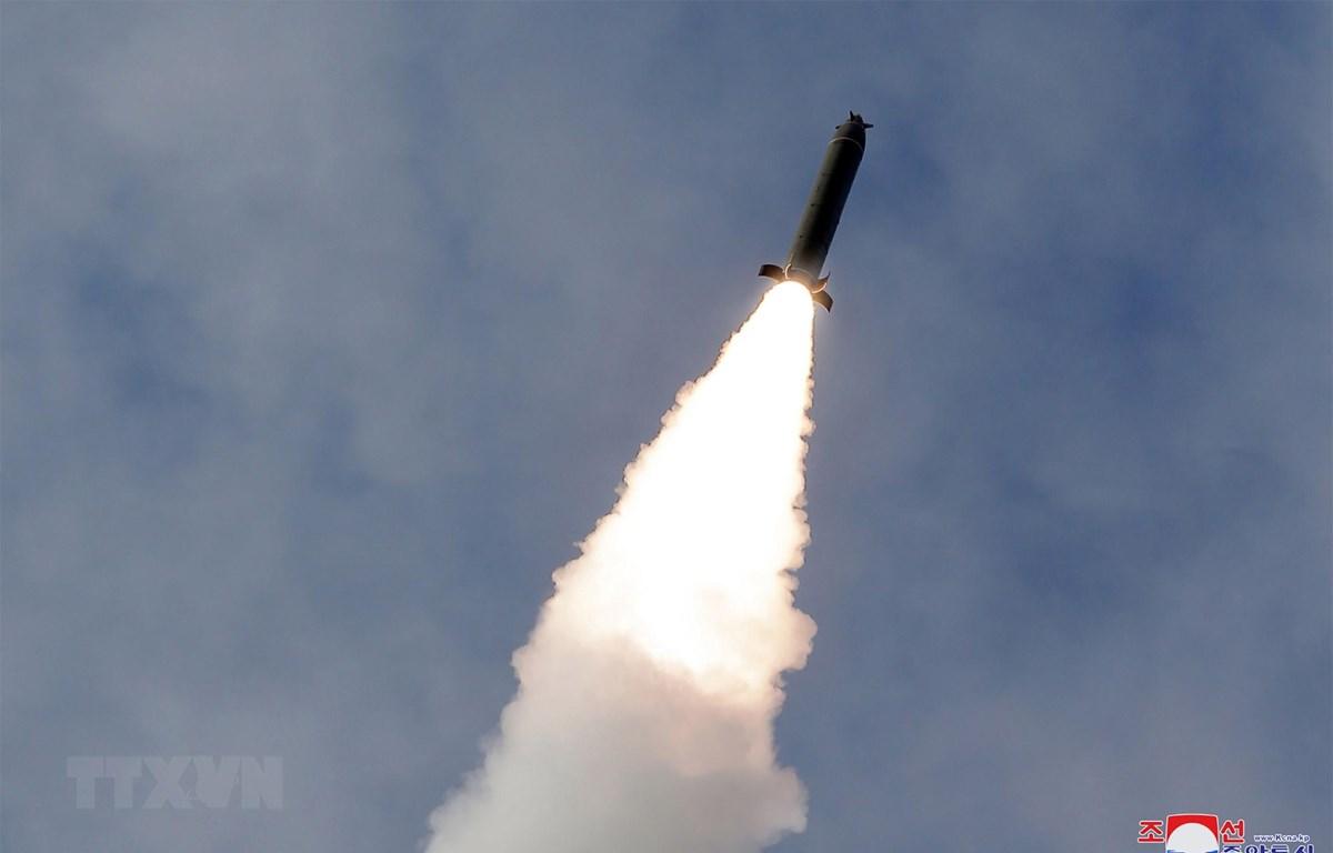 Vụ thử vũ khí tại địa điểm không xác định ở Triều Tiên ngày 2/3/2020. (Ảnh: AFP/TTXVN)