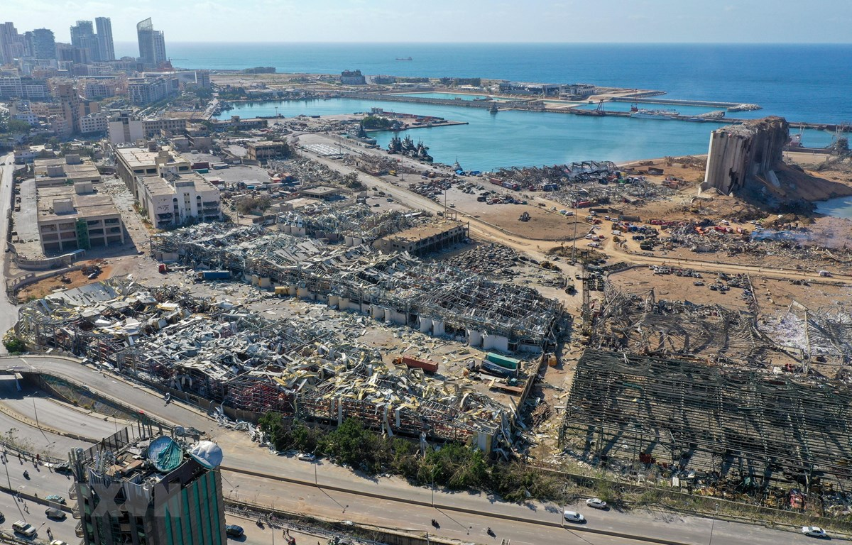 Cảnh hoang tàn sau vụ nổ lớn ở khu cảng thủ đô Beirut, Liban ngày 5/8/2020. (Ảnh: AFP/TTXVN)