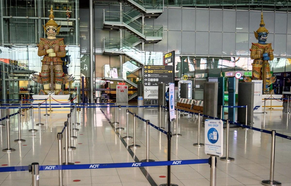 Cảnh vắng vẻ tại sân bay Suvarnabhumi ở Bangkok, Thái Lan do dịch COVID-19, ngày 1/8/2020. (Ảnh: AFP/TTXVN)