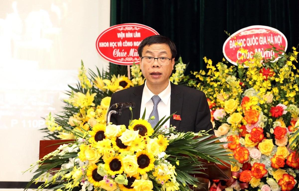 Đồng chí Lê Xuân Định, Ủy viên Ban cán sự, Ủy viên Ban Thường vụ Đảng ủy Bộ Khoa học và Công nghệ, Thứ trưởng Bộ Khoa học và Công nghệ trình bày Báo cáo chính trị của Đảng bộ Bộ Khoa học và Công nghệ nhiệm kỳ 2015 – 2020 tại Đại hội. (Ảnh: Anh Tuấn/TTXVN)
