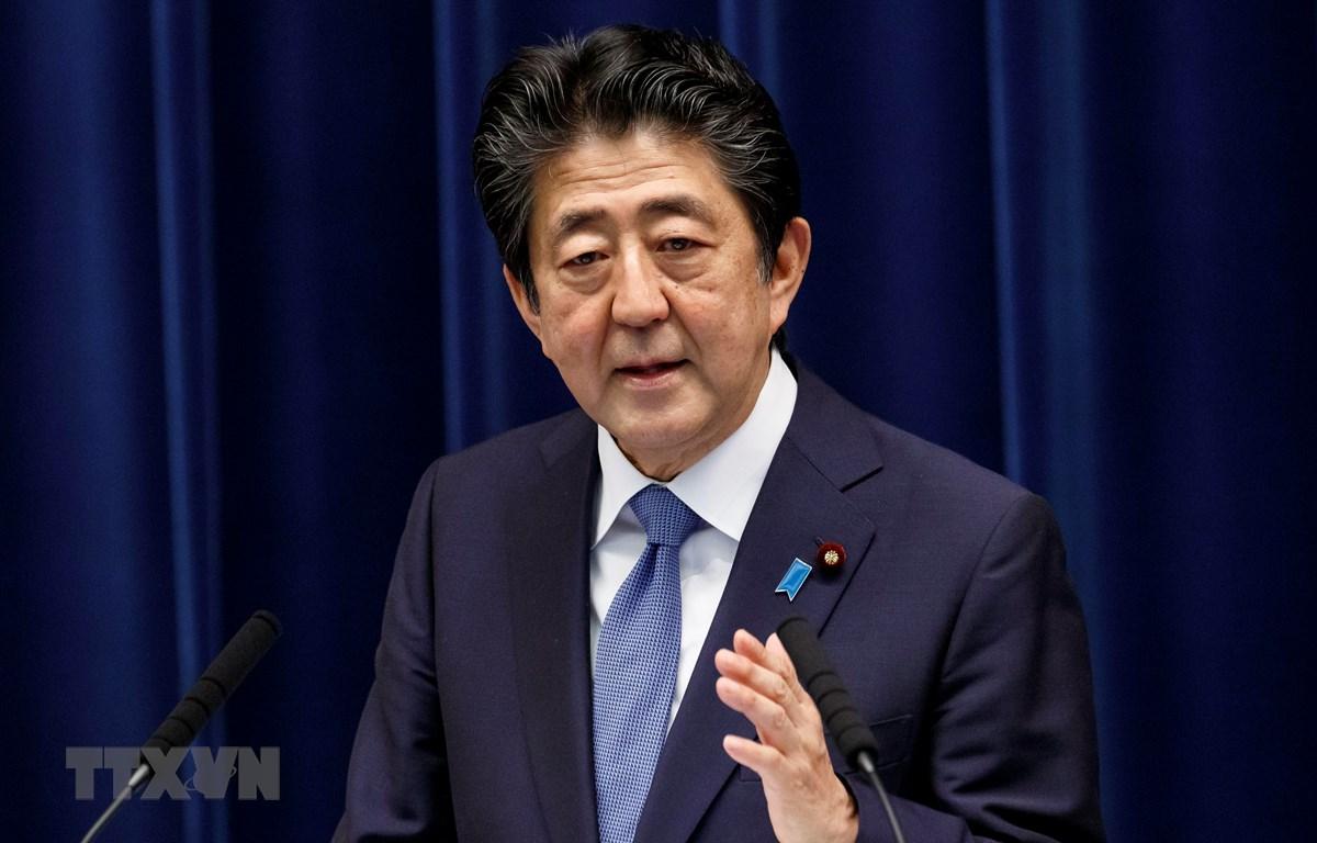 Thủ tướng Nhật Bản Abe Shinzo phát biểu tại cuộc họp báo ở Tokyo ngày 18/6/2020. (Ảnh: AFP/TTXVN)