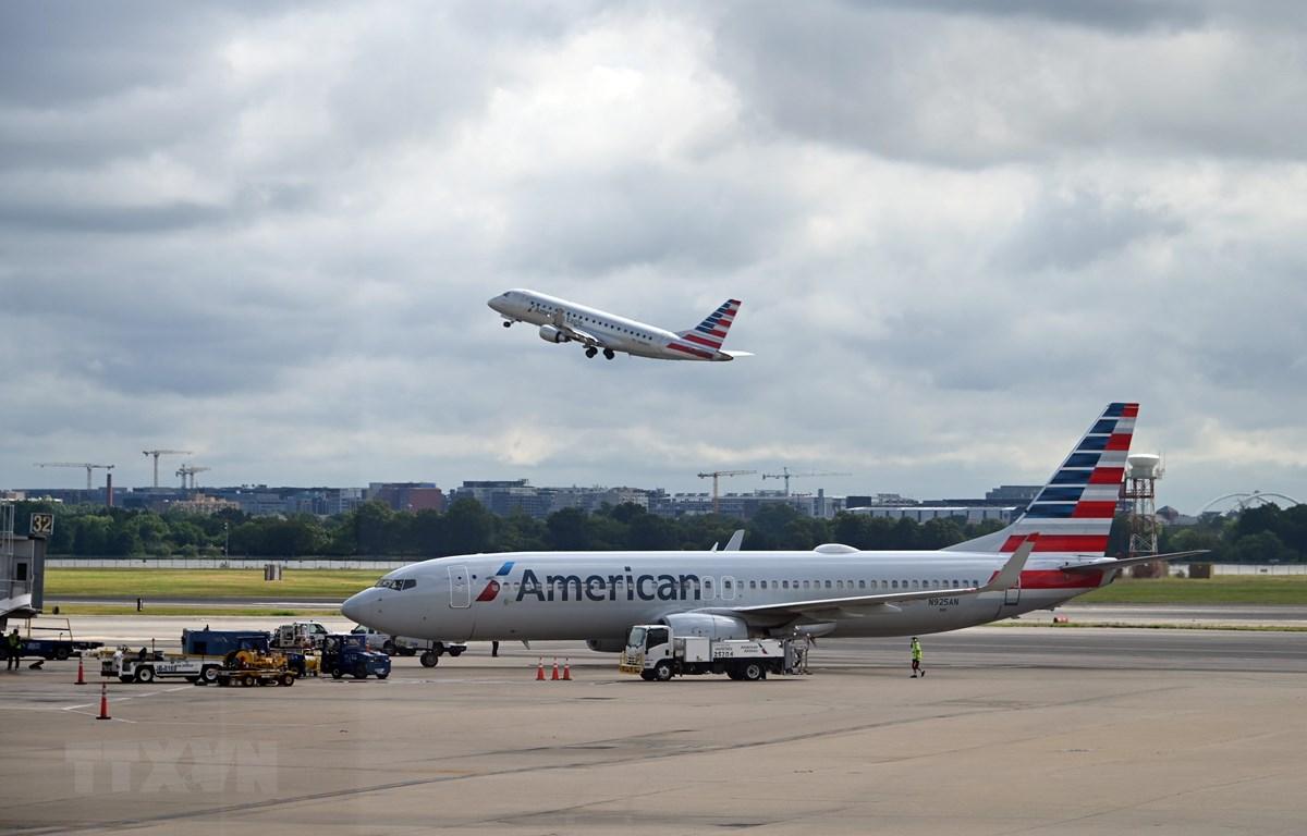 Máy bay của Hãng hàng không American Airlines tại sân bay quốc gia Ronald Reagan Washington ở Arlington, Virginia, Mỹ, ngày 10/7/2020. (Ảnh: AFP/TTXVN)