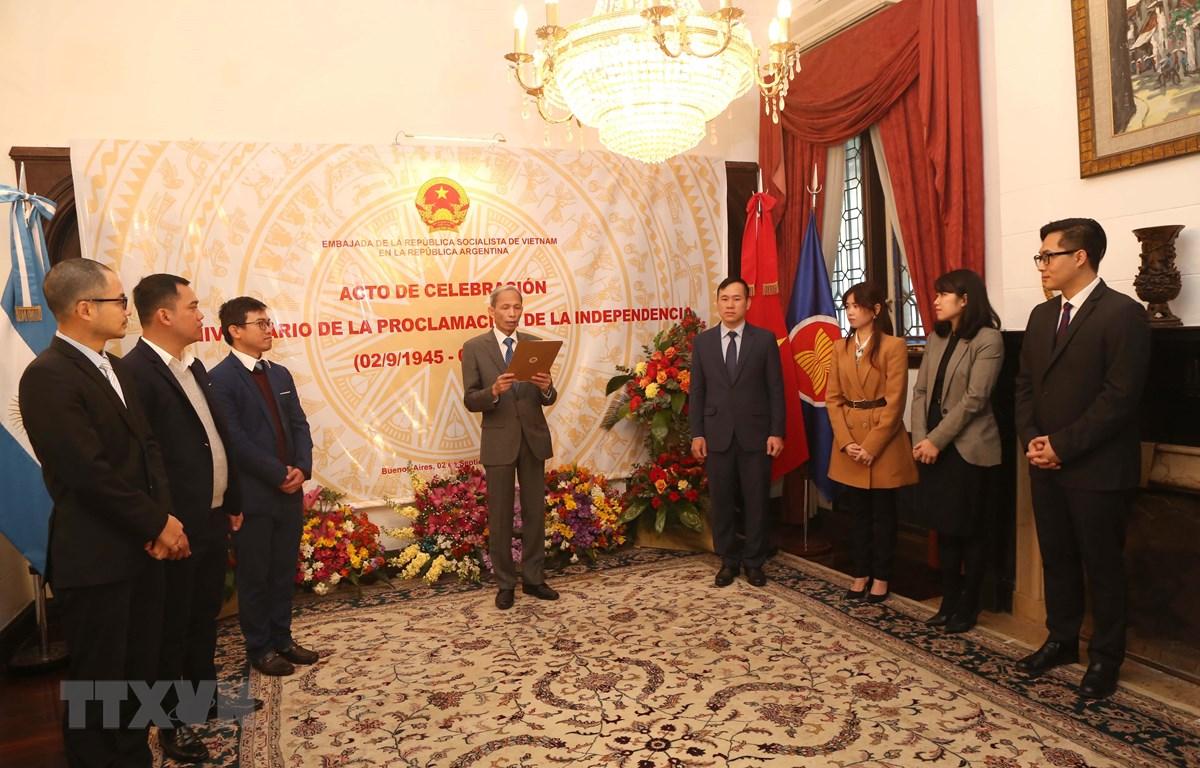 Quang cảnh lễ kỷ niệm Quốc khánh 2/9 tại trụ sở Đại sứ quán Việt Nam ở Argentina. (Ảnh: Hoài Nam/TTXVN)