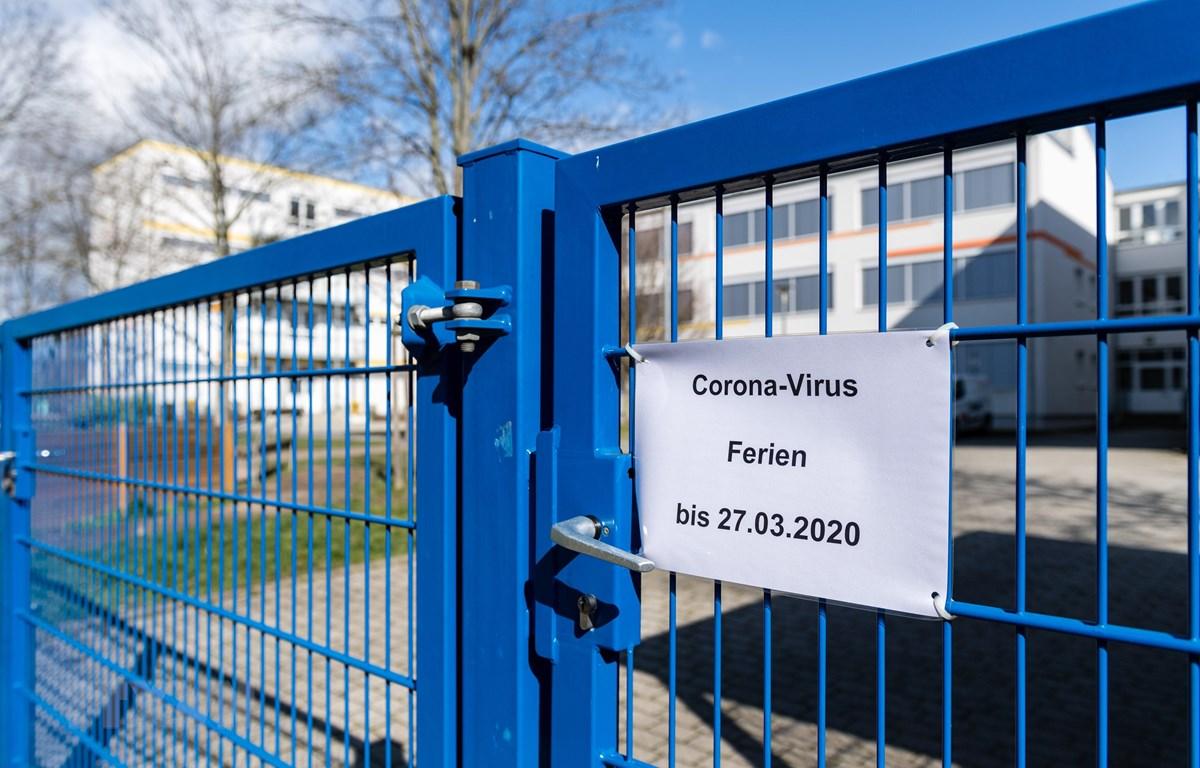 Một trường học phải đóng cửa do dịch COVID-19 tại Halle/Saale, Đức hồi tháng Tư. (Ảnh: AFP/TTXVN)