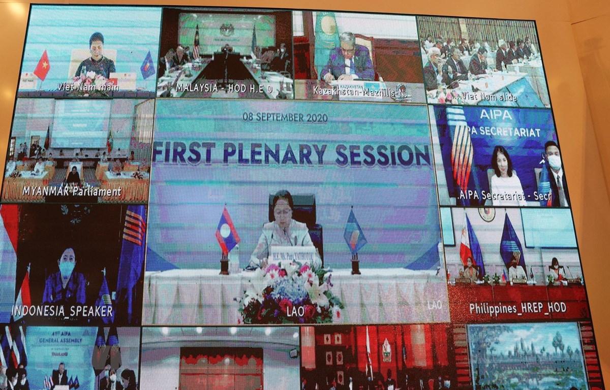 Phiên họp toàn thể thứ nhất Đại hội đồng lần thứ 41, Hội đồng Liên nghị viện ASEAN (AIPA 41) trực tuyến tại các đầu cầu. (Ảnh: TTXVN)