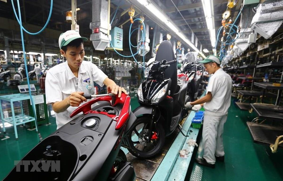 Dây chuyền lắp ráp xe gắn máy tại Công ty TNHH Honda Việt Nam, vốn đầu tư của Nhật Bản tại Vĩnh Phúc. (Ảnh: Danh Lam/TTXVN)