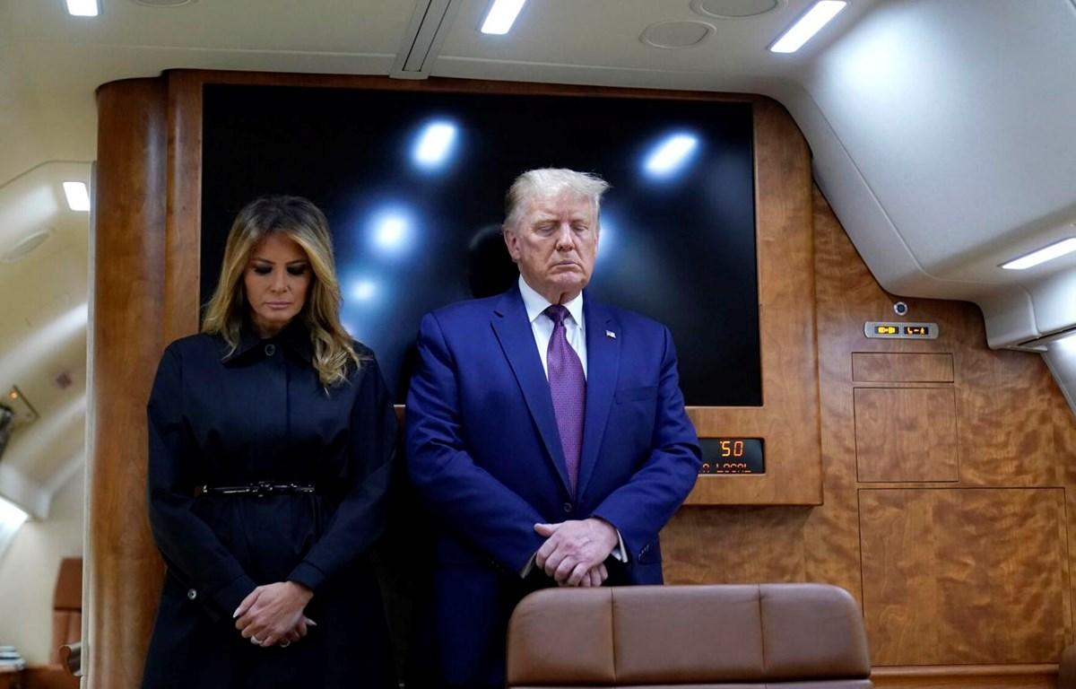 Tổng thống Mỹ Donald Trump cùng đệ nhất phu nhân Melania Trump mặc niệm các nạn nhân vụ khủng bố 11/9. (Nguồn: AP)