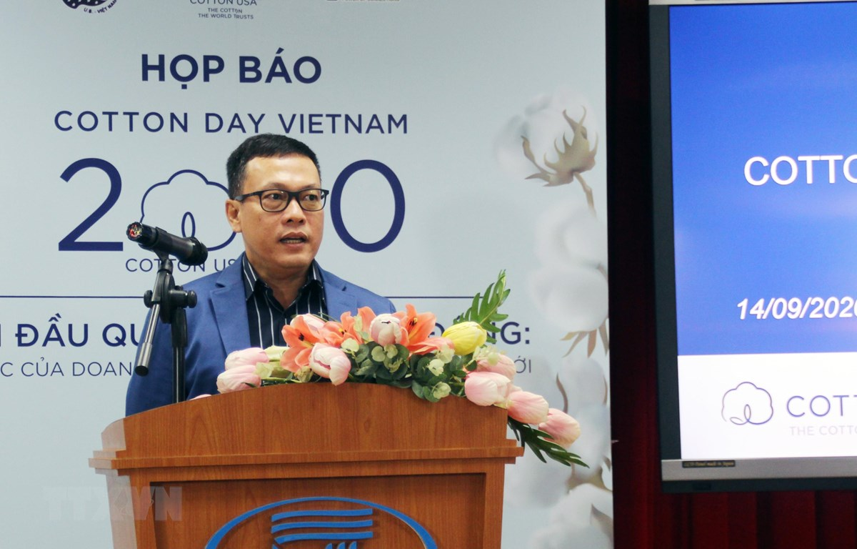 Ông Võ Mạnh Hùng, Trưởng đại diện CCI tại Việt Nam giới thiệu về Cotton Day Vietnam - Ngày hội ngành bông lớn nhất trong năm. (Ảnh: Mỹ Phương/TTXVN)