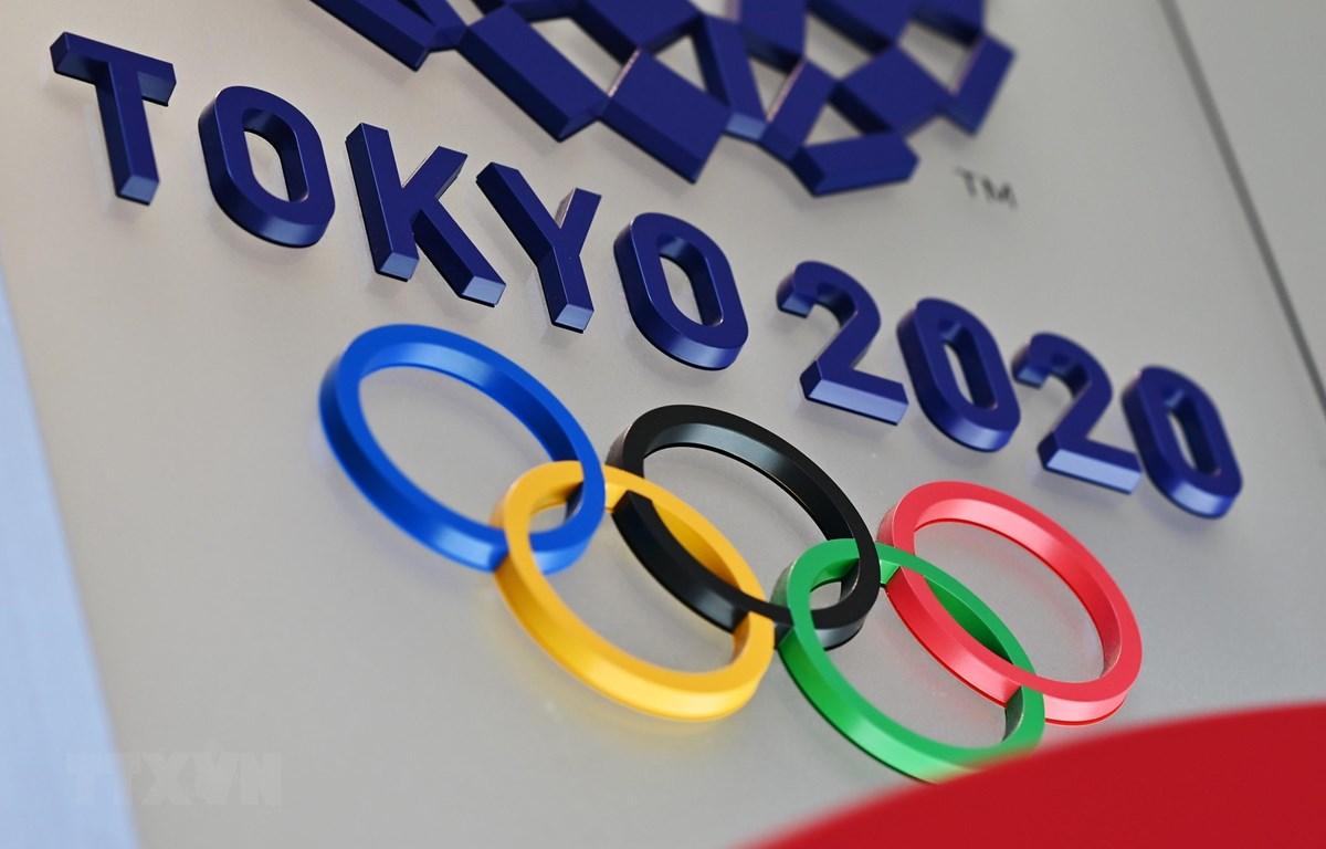 Biểu tượng Olympic Tokyo 2020 tại Tokyo, Nhật Bản. (Ảnh: AFP/TTXVN)