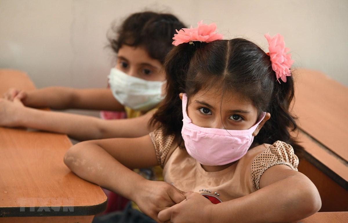 Trẻ em đeo khẩu trang phòng lây nhiễm COVID-19 tại Damascus, Syria, ngày 13/9/2020. (Ảnh: THX/TTXVN)