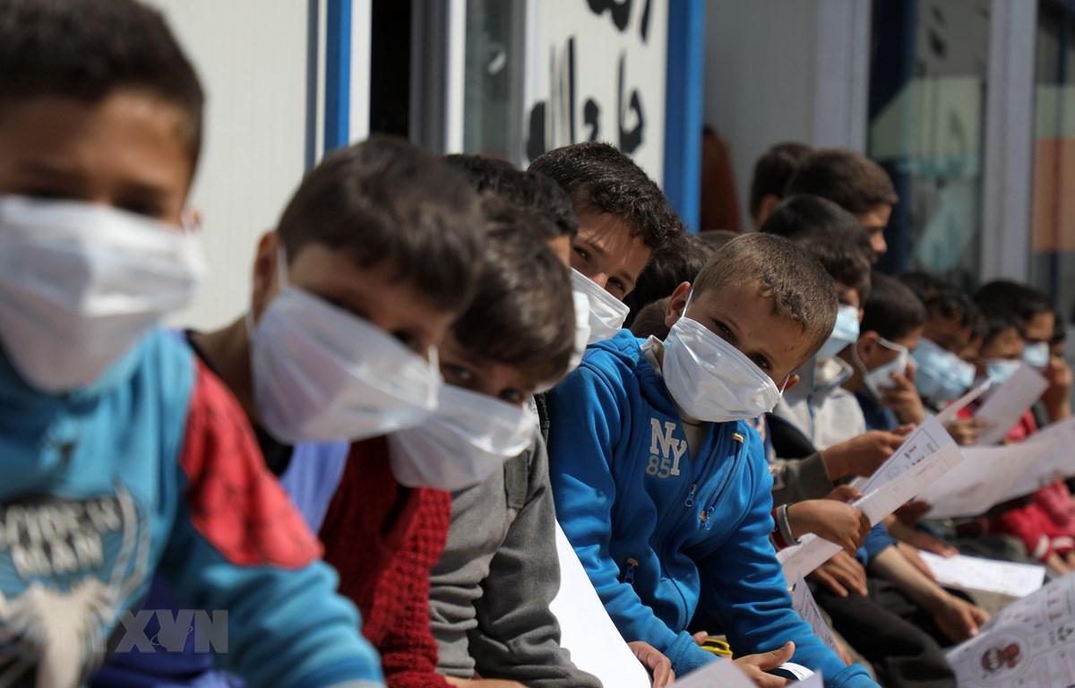 Trẻ em tại một trại tị nạn ở Atme, Syria ngày 16/3/2020. (Ảnh: AFP/TTXVN)