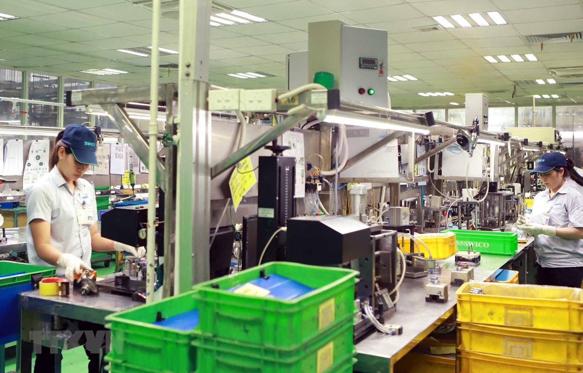 Sản xuất tại Công ty TNHH Công nghiệp Strong Way, Khu công nghiệp Khai Quang, thành phố Vĩnh Yên, tỉnh Vĩnh Phúc. (Ảnh: Hoàng Hùng/TTXVN)