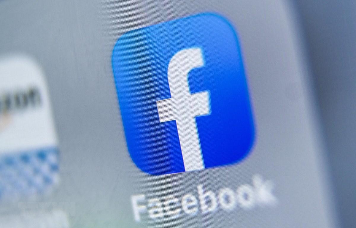Biểu tượng của Facebook trên màn hình máy tính bảng. (Ảnh: AFP/TTXVN)