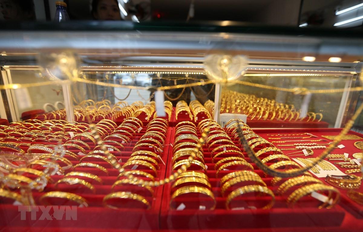 Vàng trang sức được bày bán tại tiệm kim hoàn ở Yangon, Myanmar, ngày 9/8/2020. (Ảnh: THX/TTXVN)
