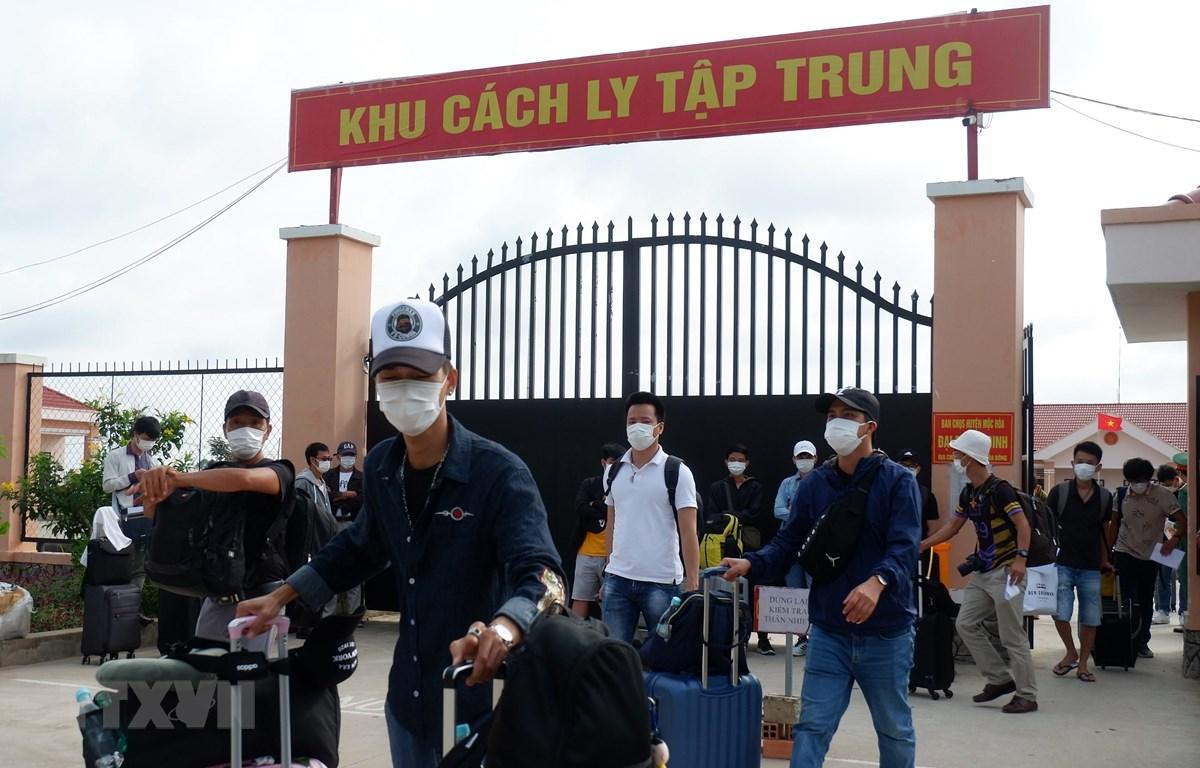 Công dân Việt Nam trở về từ Philippines hoàn thành thời gian cách ly tập trung. (Ảnh: Đức Hạnh/TTXVN)