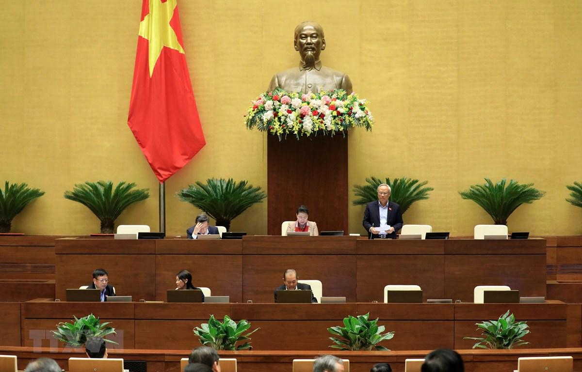 Phó Chủ tịch Quốc hội Uông Chu Lưu điều hành phiên họp. (Ảnh: Lâm Khánh/TTXVN)