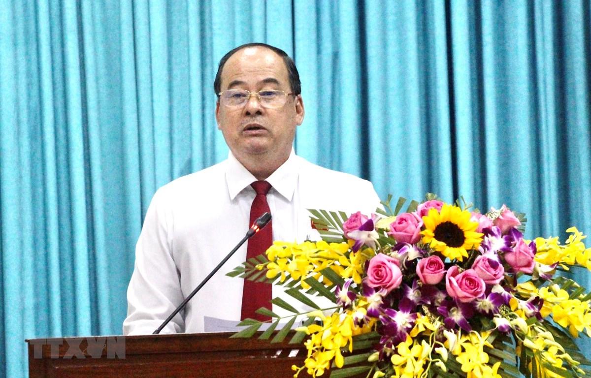 Chủ tịch UBND tỉnh An Giang Nguyễn Thanh Bình phát biểu tại kỳ họp. (Ảnh: Thanh Sang/TTXVN)