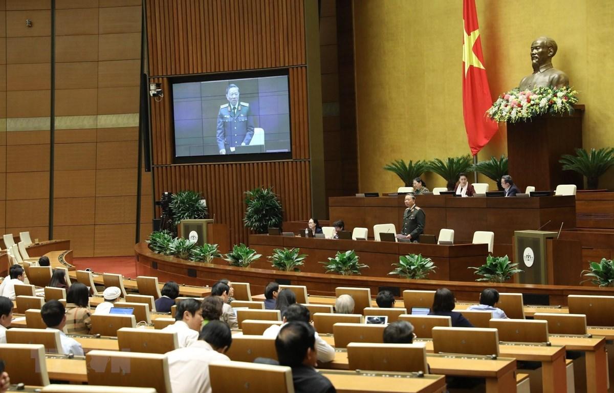 Đại tướng Tô Lâm, Bộ trưởng Bộ Công an giải trình ý kiến của đại biểu Quốc hội nêu. (Ảnh: Văn Điệp/TTXVN)