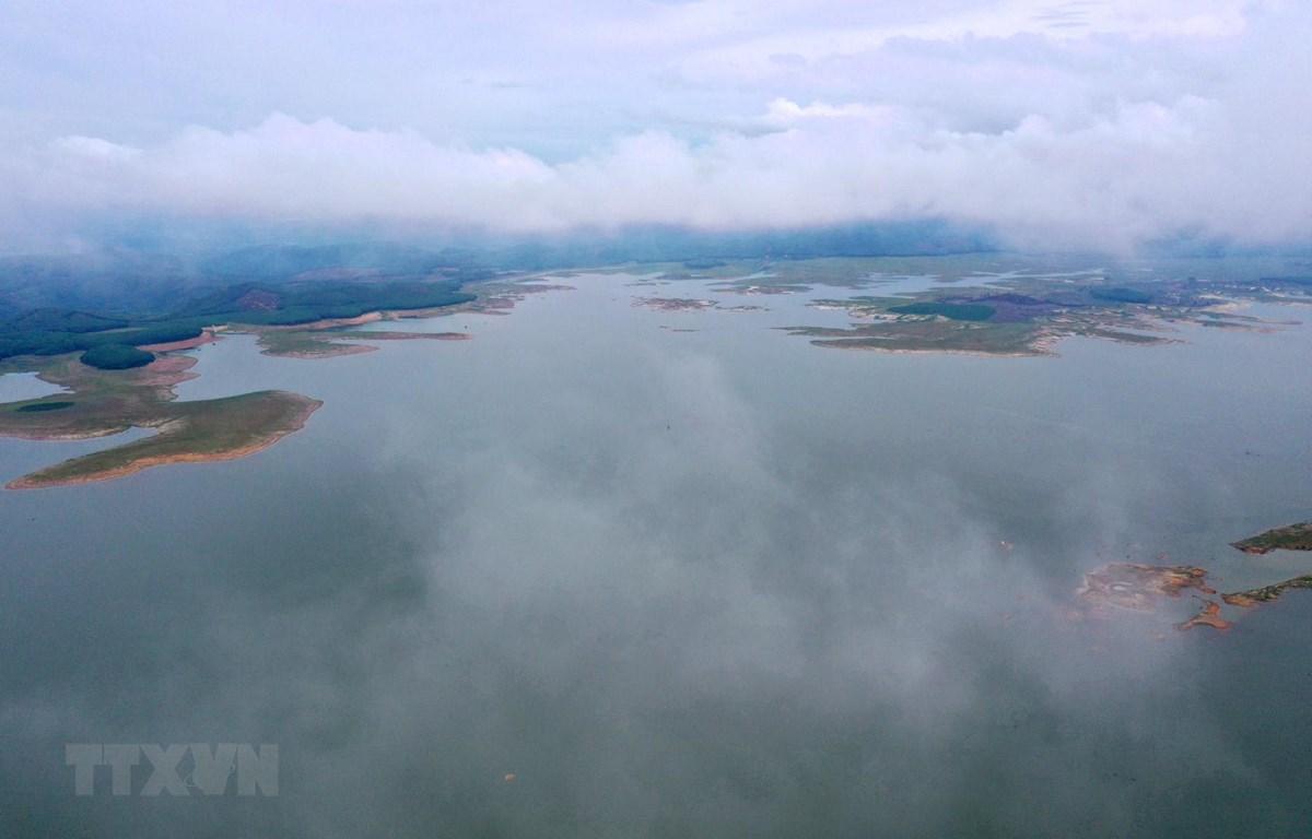 Hồ chứa nước thuỷ điện Sông Hinh (Phú Yên) sẵn sàng cắt lũ theo kế hoạch. (Ảnh: Ngọc Hà/TTXVN)