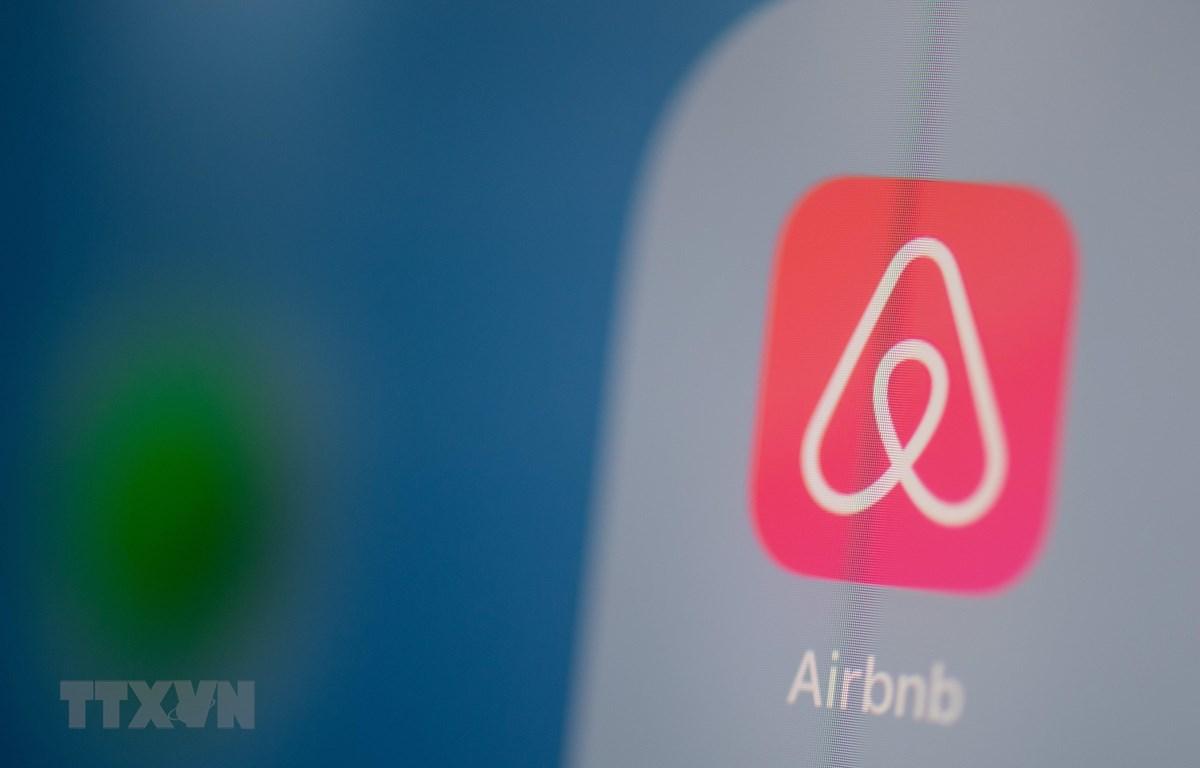 Biểu tượng nền tảng chia sẻ phòng và căn hộ Airbnb. (Ảnh: AFP/TTXVN)