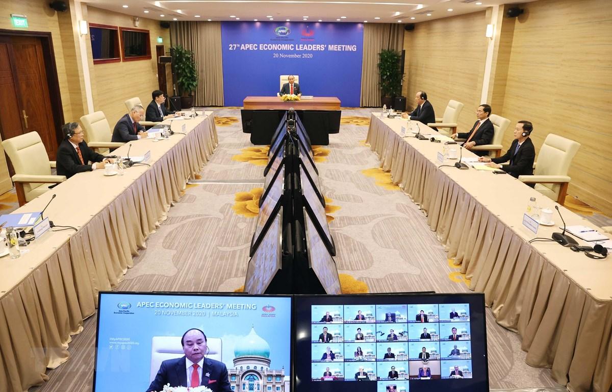 Thủ tướng Nguyễn Xuân Phúc tham dự Hội nghị Cấp cao APEC lần thứ 27 tại điểm cầu Hà Nội. (Ảnh: Thống Nhất/TTXVN)