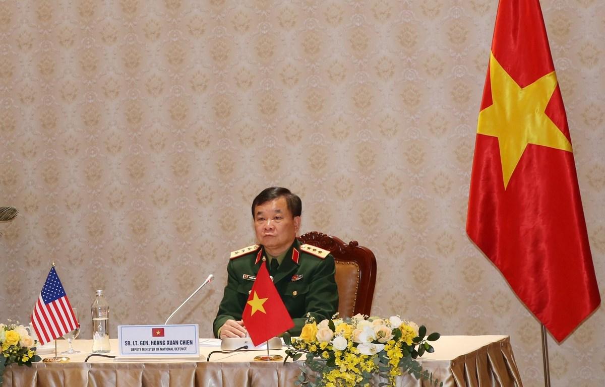 Thượng tướng Hoàng Xuân Chiến, Thứ trưởng Bộ Quốc phòng Việt Nam tham gia buổi họp trực tuyến tại điểm cầu Hà Nội. (Ảnh: Hồng Pha/TTXVN phát)