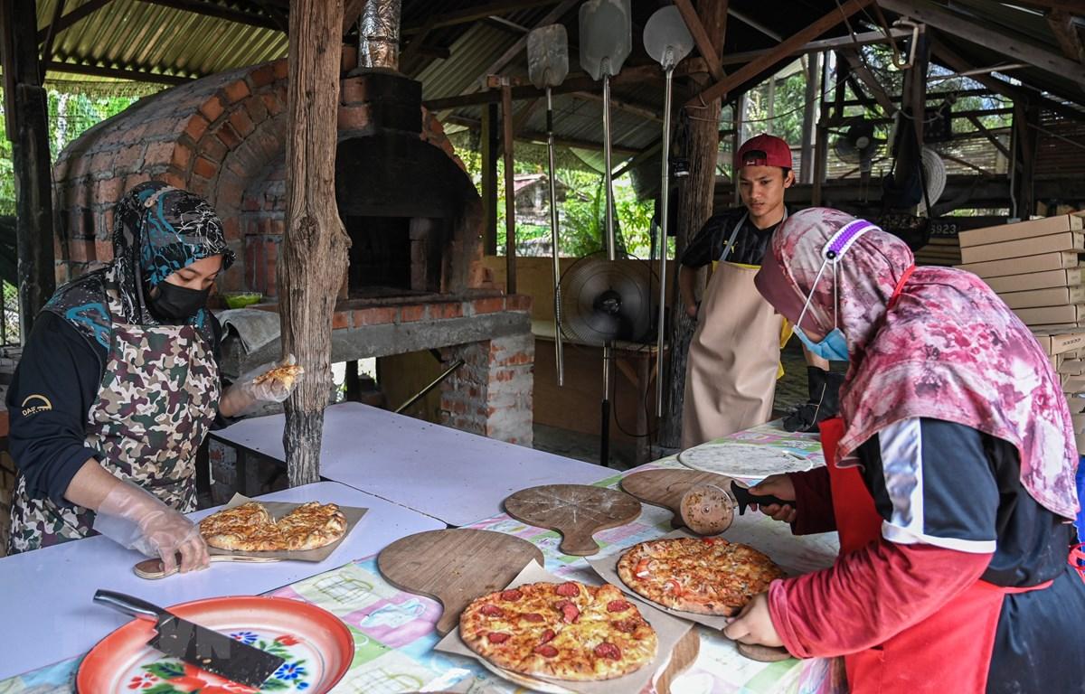 Nhà hàng pizza tại ngôi làng nhỏ Jemapoh, Malaysia, ngày 5/11/2020. (Ảnh: AFP/TTXVN)
