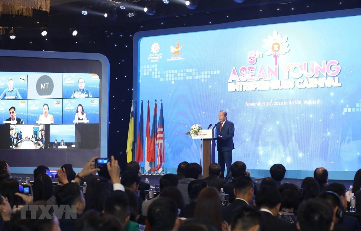 Phó Thủ tướng Thường trực Chính phủ Trương Hòa Bình phát biểu chào mừng. (Ảnh: Văn Điệp/TTXVN)
