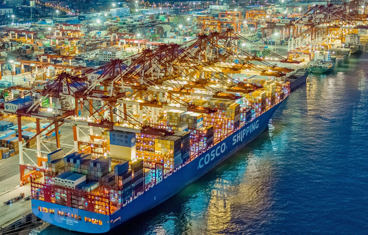 Container hàng hóa tại cảng Thanh Đảo, tỉnh Sơn Đông, Trung Quốc. (Ảnh: AFP/TTXVN)