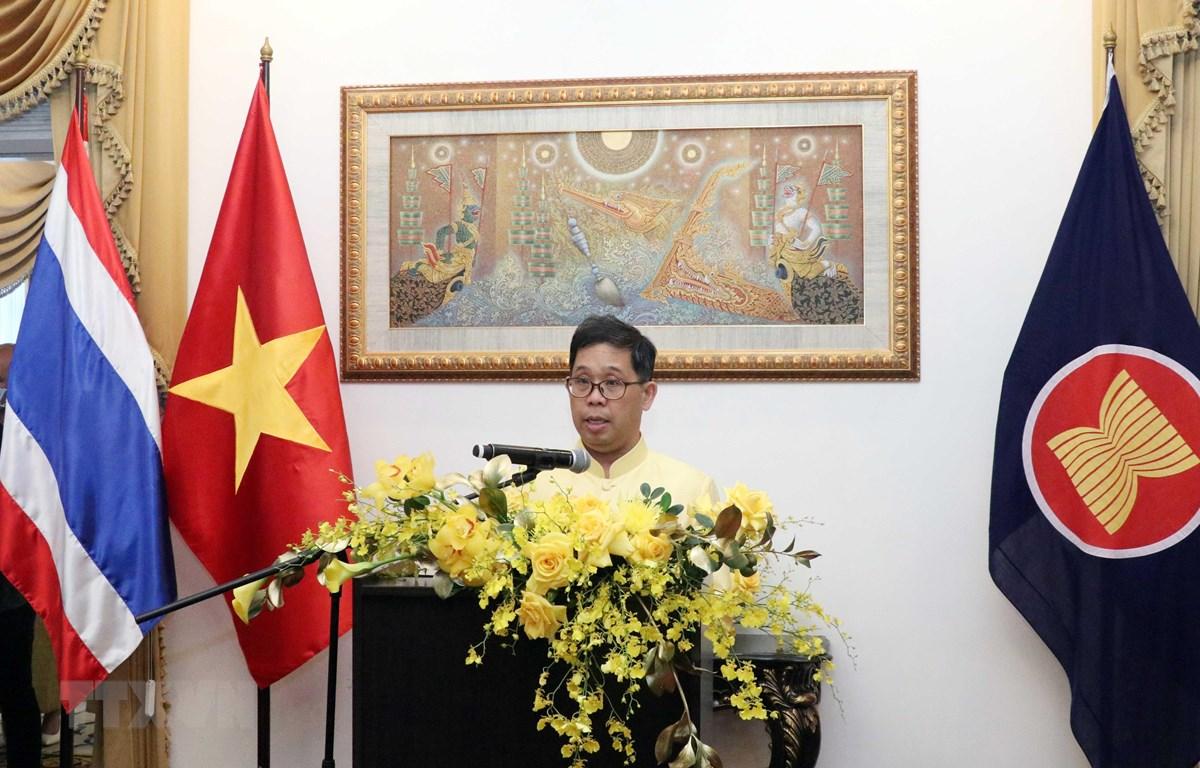 Ông Apirat Sugondhabhirom, Tổng lãnh sự Vương quốc Thái Lan tại Thành phố Hồ Chí Minh phát biểu tại buổi lễ. (Ảnh: Xuân Khu-TTXVN)