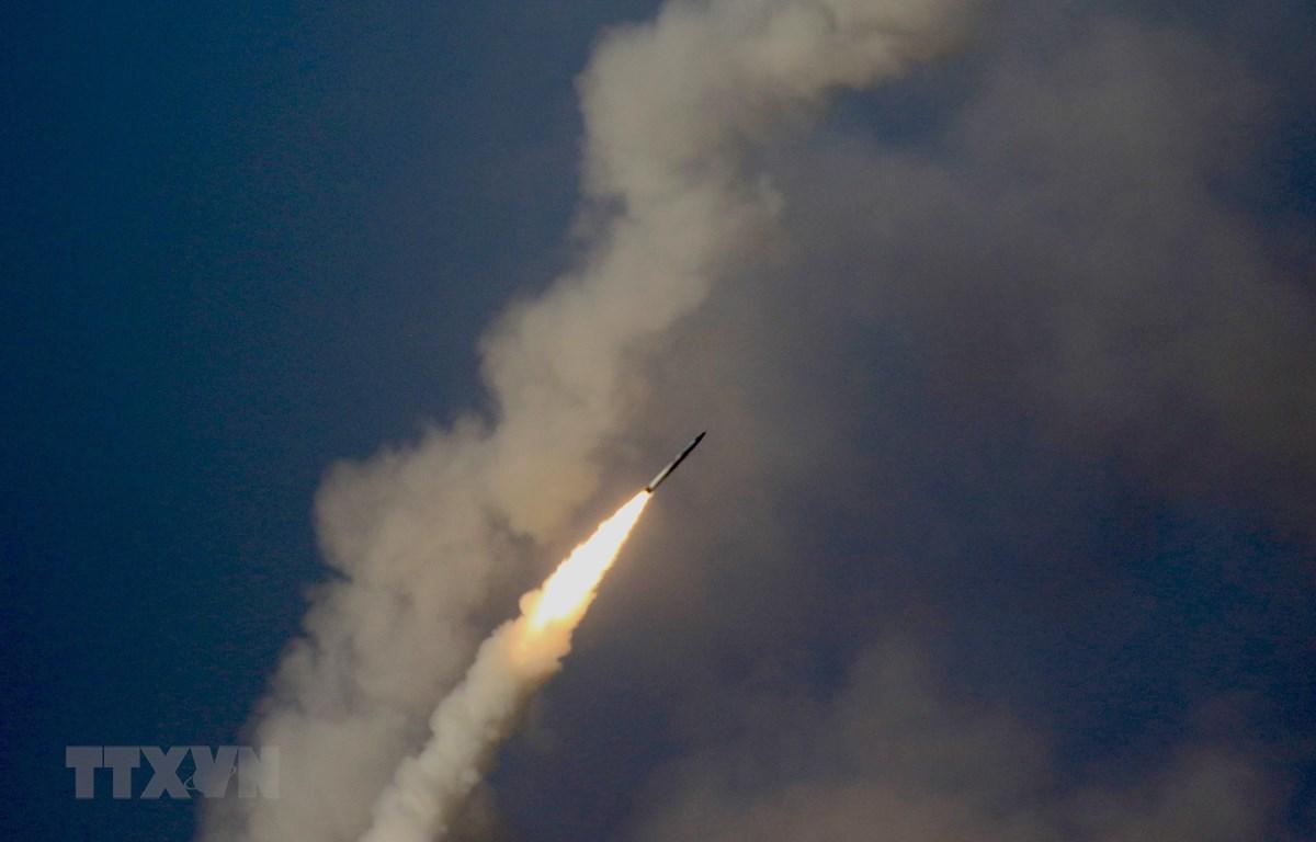 Hệ thống phòng không S-400 Triump tiêu diệt muc tiêu tên lửa đạn đạo và máy bay tiêm kích. (Ảnh: Trần Hiếu/TTXVN)