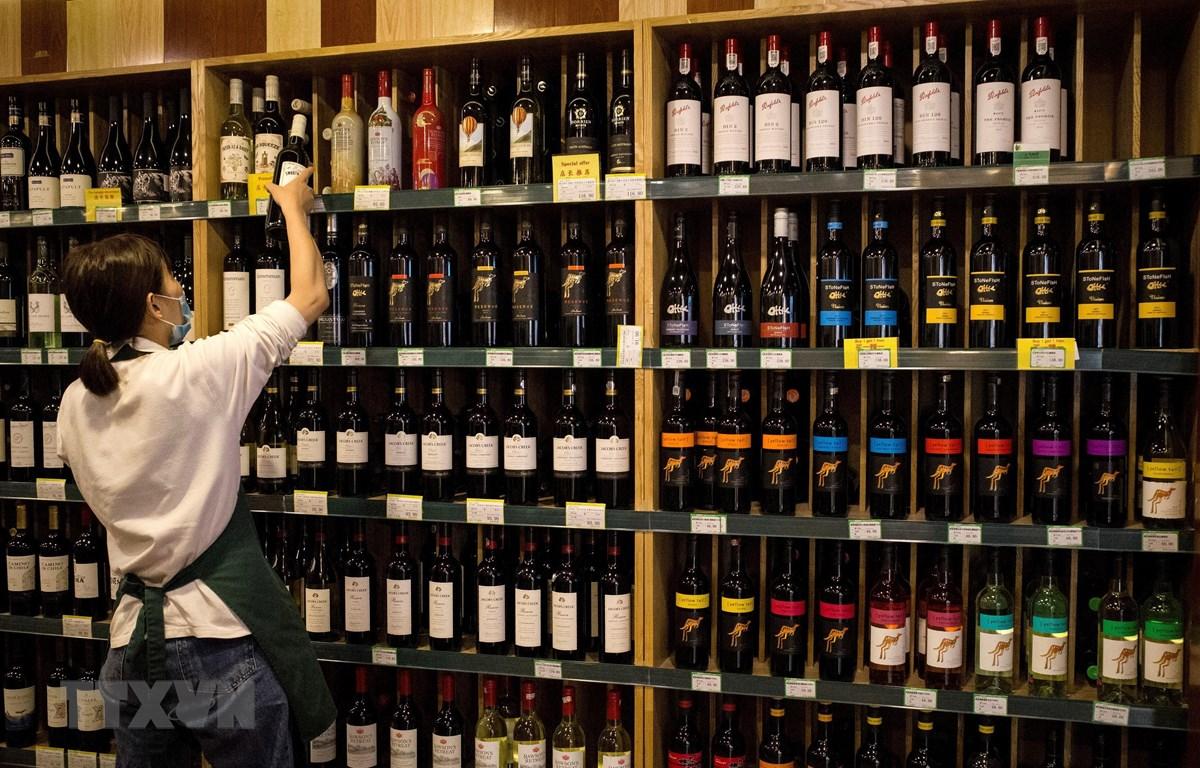 Rượu vang Australia được bày bán tại Bắc Kinh, Trung Quốc ngày 18/8/2020. (Ảnh: AFP/TTXVN)
