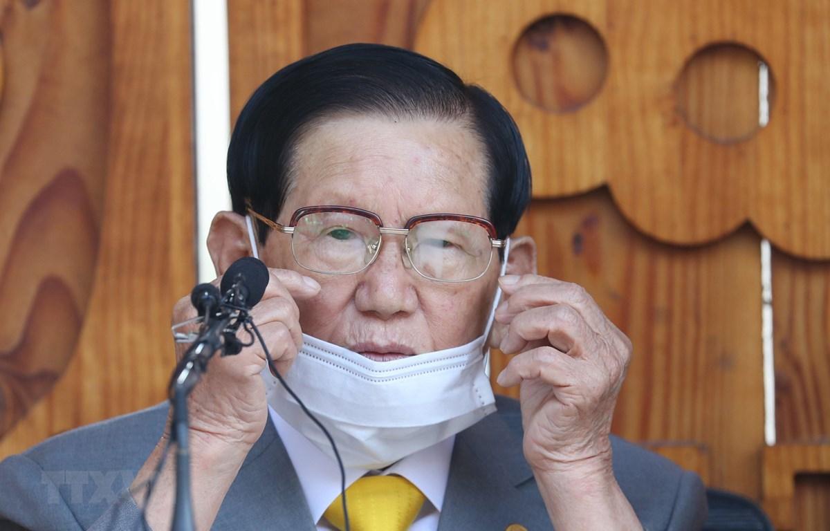 Người sáng lập giáo phái Tân Thiên Địa (Shincheonji) Lee Man-hee tại cuộc họp báo ở Gapyeong, Hàn Quốc, ngày 2/3/2020. (Ảnh: AFP/TTXVN)