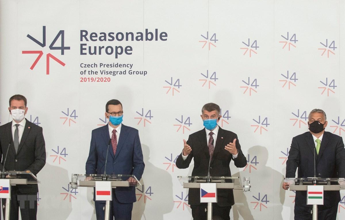 Lãnh đạo 4 nước Visegrad (còn gọi là nhóm V4, gồm CH Séc, Slovakia, Hungary, Ba Lan) tại cuộc họp ở Lednice, CH Séc, ngày 11/6/2020. (Ảnh: AFP/TTXVN)