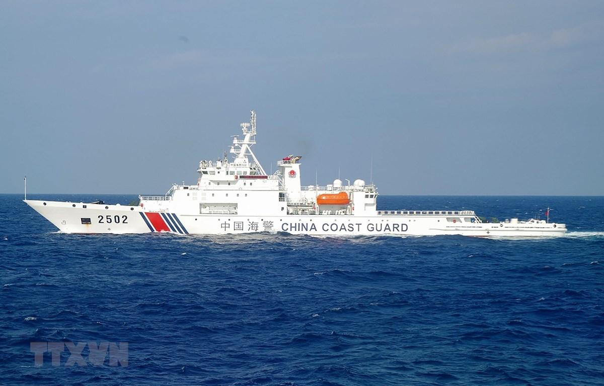 Tàu tuần dương Trung Quốc tại vùng biển gần quần đảo tranh chấp Điếu Ngư (Nhật Bản gọi là Senkaku) trên biển Hoa Đông. (Ảnh: AFP/TTXVN)