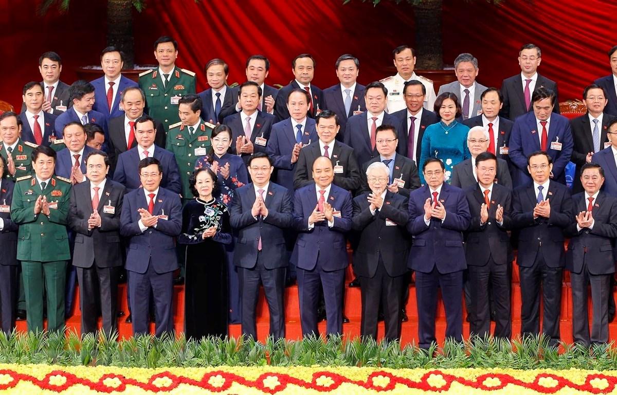 Ban Chấp hành Trung ương Đảng khóa XIII ra mắt Đại hội. (Ảnh: TTXVN)