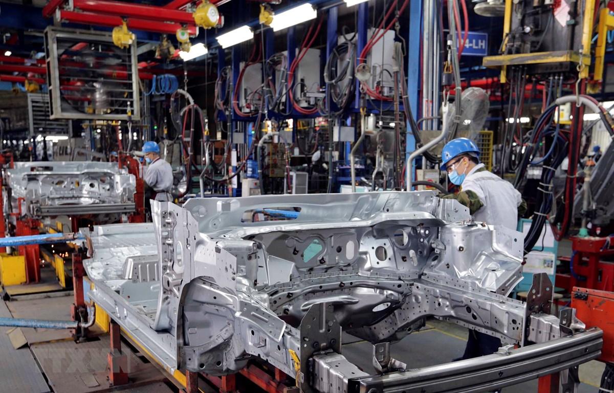 Sản xuất xe ôtô tại nhà máy Ford Hải Dương. Ảnh: Trần Việt - TTXVN
