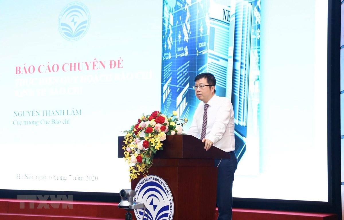 Ông Nguyễn Thanh Lâm, Cục trưởng Cục Báo chí trình bày báo cáo chuyên đề về việc thực hiện quy hoạch báo chí, kinh tế báo chí. (Ảnh: Minh Quyết/TTXVN)