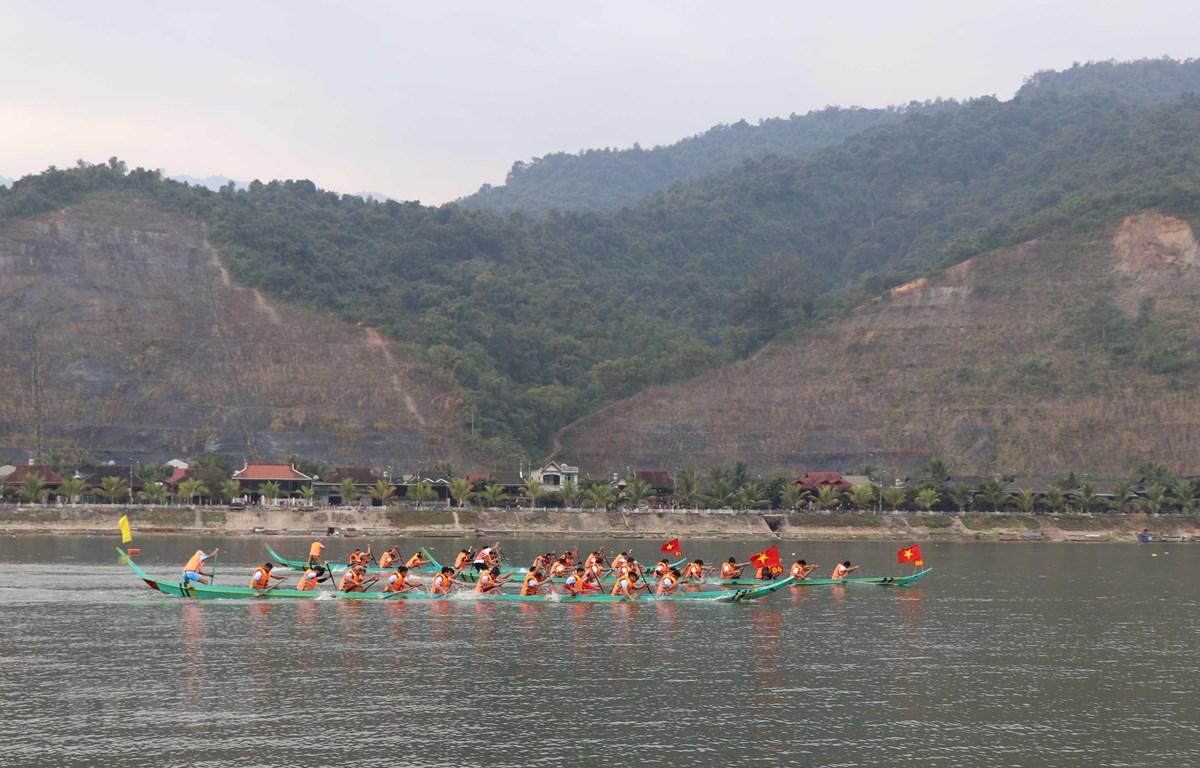 Nỗ lực của các thành viên của từng đội đua trên chặng đường nước rút. (Ảnh: Xuân Tiến/TTXVN)