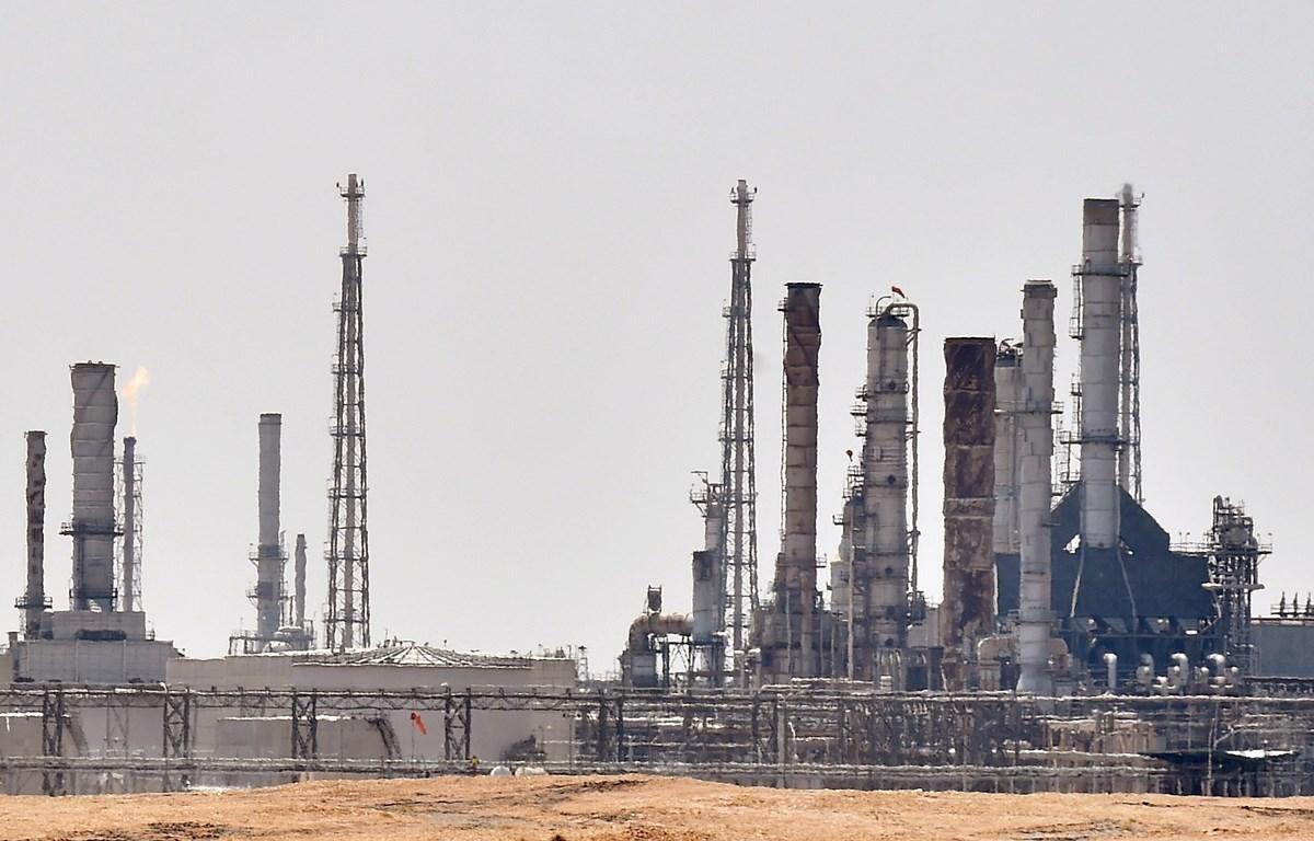 Nhà máy lọc dầu Aramco ở gần al-Khurj, phía nam thủ đô Riyadh, Arab Saudi. (Ảnh: AFP/TTXVN)